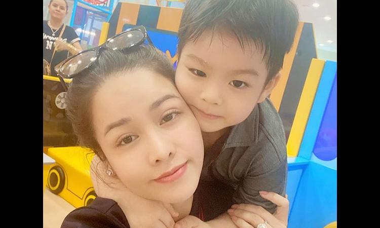 Nhật Kim Anh khóc khi thắng kiện chồng cũ, giành quyền nuôi con