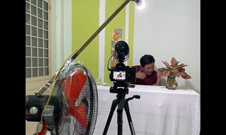 Nghệ sĩ Việt quay game show tại nhà