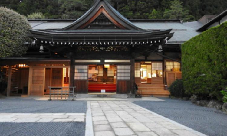 Nhà sư Nhật Bản ức chế vì khách du lịch thiếu hiểu biết