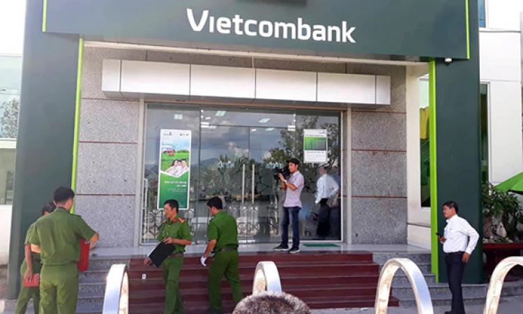 2 thanh niên bịt mặt, cướp ngân hàng ở Khánh Hòa