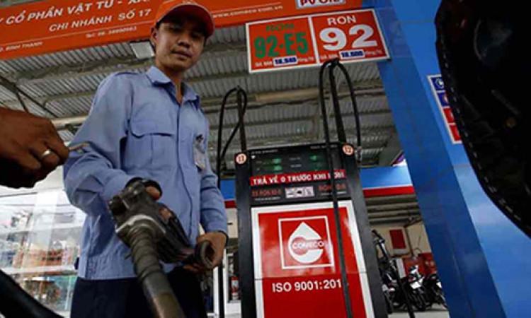 Giá xăng dầu vẫn đồng loạt tăng dù tăng chi quỹ bình ổn