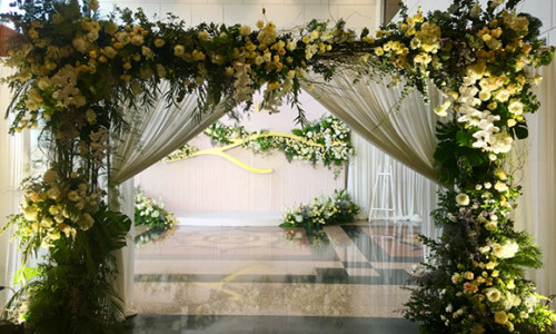 Đám cưới Trương Nam Thành và vợ đại gia thắt chặt an ninh