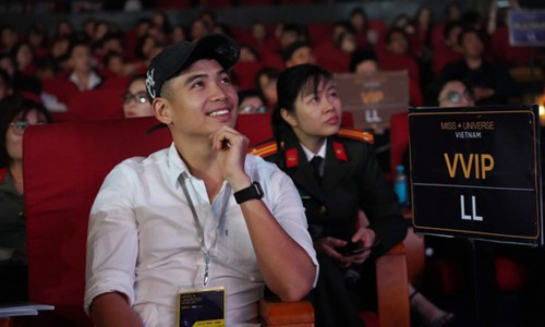 Bạn trai về Đắk Lắk cùng H'Hen Niê