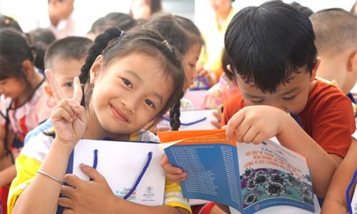 CapitaLand trao tặng bộ chăm sóc sức khỏe phòng chống COVID-19 cho hơn 1.400 em học sinh thuộc 4 trường CapitaLand Hope tại Việt Nam