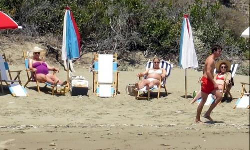 Katy Perry đi biển vào tháng thứ 9 của thai kỳ
