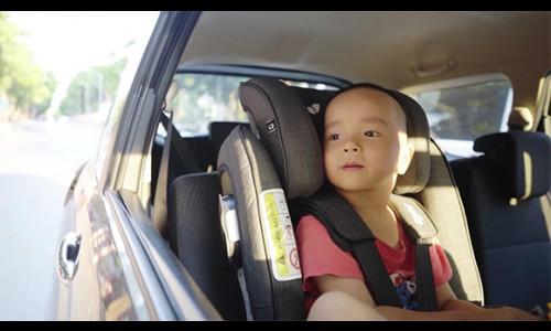 Những điều cần lưu ý khi cho bé đi ô tô cùng bố mẹ