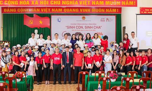"""Generali triển khai """"Sinh Con, Sinh Cha"""" và tặng quà cho hơn 600 phụ huynh và các em thiếu nhi tại khu vực Đồng bằng Sông Cửu Long và Tây Nguyên"""