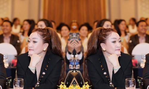 NTK Oanh Phan luôn xuất hiện trước truyền thông với những bộ thời trang cá tính, sang trọng
