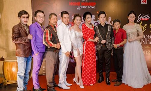 Á hoàng Lê Thị Lụa hội ngộ ca sĩ Nguyên Vũ và Á hậu Trịnh Kim Chi trên sân khấu vinh danh