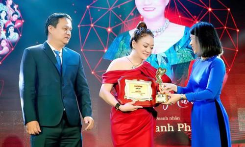 """NTK Oanh Phan nhận Vinh danh """"Doanh nhân có trái tim nhân ái vì cộng đồng 2020"""""""