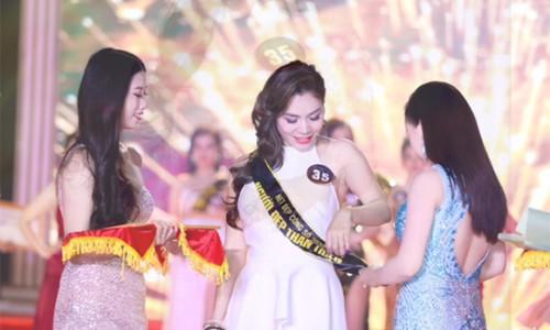 Thạch Kim Thanh (Melania Thạch) nữ cử nhân Quản Trị Kinh Doanh đoạt danh hiệu Người đep thân thiện.