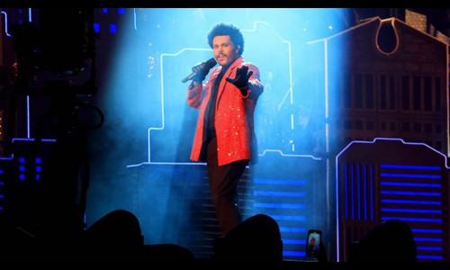 Màn trình diễn của The Weeknd ở Super Bowl được kể lại qua phim