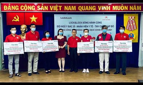 Lock&Lock trao tặng quà cho đội ngũ y bác sĩ, cán bộ y tế, tình nguyện viên chữ thập đỏ trong tuyến đầu phòng chống dịch Covid-19