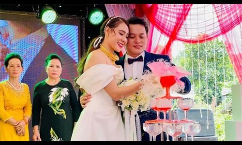 Hồ Bích Trâm lên tiếng việc tổ chức lễ cưới giữa mùa dịch