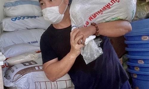 Lý Hùng quyên góp 30 tấn gạo giúp người dân TP.HCM
