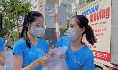 Tiểu Vy, Hồ Bích Trâm trao hàng chục tấn gạo cho người dân TP.HCM