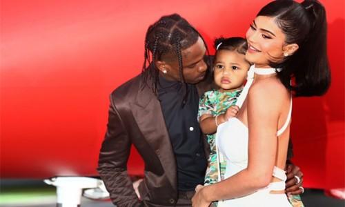 Con gái Kylie Jenner được cha tặng xe bus