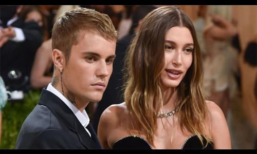 Vợ chồng Justin Bieber bị quấy rối ở thảm đỏ Met Gala