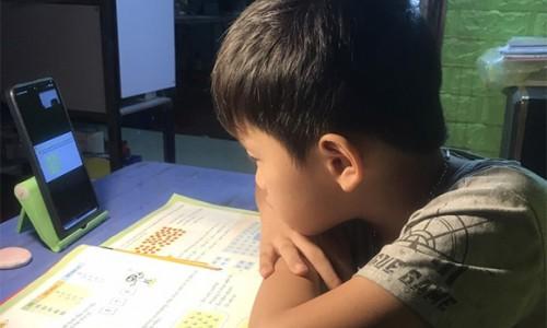 Tiết học online của trẻ tiểu học ở TP.HCM không quá 25 phút