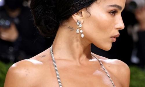 Zoe Kravitz phản ứng khi bị nói 'mặc như không' ở Met Gala