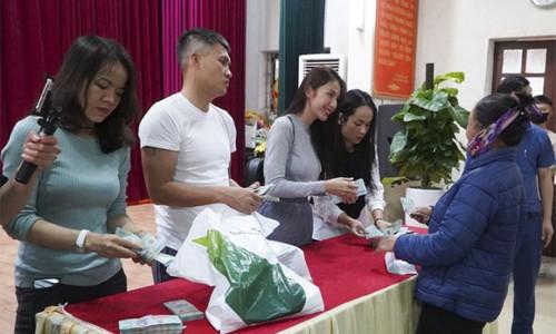 Một huyện ở Nghệ An báo lệch số tiền ca sĩ Thủy Tiên làm từ thiện