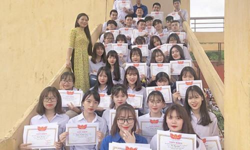 Lớp học 'toàn gái xinh', ai cũng có giấy khen khiến dân mạng trầm trồ