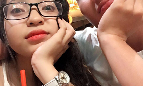 Quang Hải hiếm hoi đăng ảnh cùng bạn gái