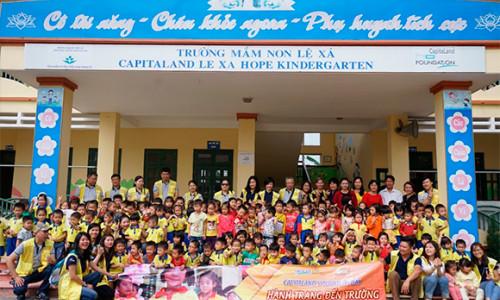 CapitaLand dành tặng nhiều phần quà ý nghĩa cho hơn 1.000 học sinh tại nhiều địa phương