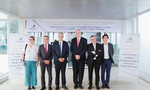 Tân đại sứ Pháp đến thăm nhà máy Sanofi tại TPHCM