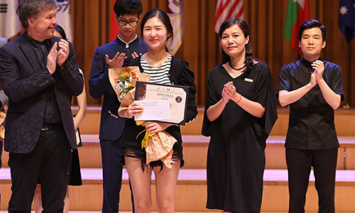 ABBANK trao tặng nhiều giải thưởng với tổng giá trị 10.000USD cho thí sinh cuộc thi âm nhạc quốc tế Violin và hòa tấu thính phòng Việt Nam