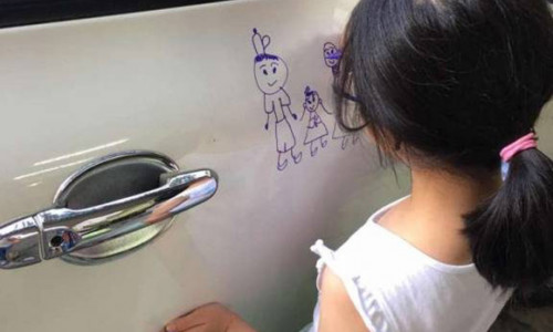 Xế 'cưng' bị con gái vẽ kín mít, bố quyết định làm điều bất ngờ
