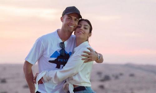 C. Ronaldo khen bạn gái là 'phụ nữ tuyệt vời nhất'