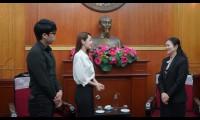 Chi Pu trao tặng 5.000 bộ trang phục bảo hộ