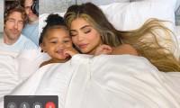 Kylie Jenner và con gái chụp ảnh tạp chí bằng điện thoại