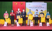 Sun Life Việt Nam đã đóng góp hơn 1,2 tỷ đồng vào công tác phòng chống dịch Covid-19 năm 2021