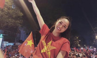 Bảo Anh và dàn sao Việt phấn khích trước bàn thắng của Quang Hải