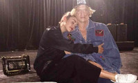 Bạn trai vào viện thăm Miley Cyrus