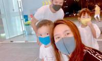 Lý Hải, Minh Hà đeo khẩu trang đi chơi Tết vì sợ virus corona