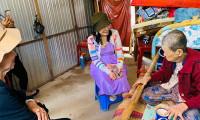 Trao hơn 200 phần quà cho bà con nghèo ở miền Tây