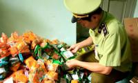 Tạm giữ gần 2.000 bánh trung thu có chữ Trung Quốc