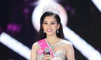 Hoa hậu Tiểu Vy mua áo thun 165 nghìn đồng làm quà cho bố