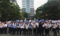 Hàng trăm tài xế đến dự phiên tòa Vinasun kiện Grab